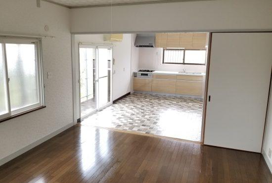 リフォーム済み中古住宅!広々した室内と駐車場が魅力的です!